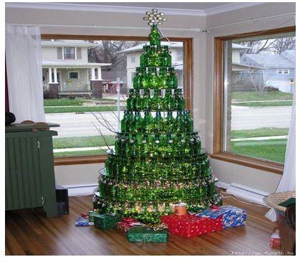 arbol de navidad con botellas de vidrio