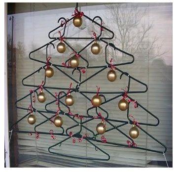 arbol de navidad de perchas