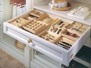 Un lugar para cada cosa. Cajones, gavetas y porta objetos.