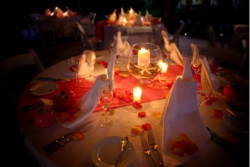 C mo decorar una mesa para una cena rom ntica estilos de - Decoracion cena romantica ...