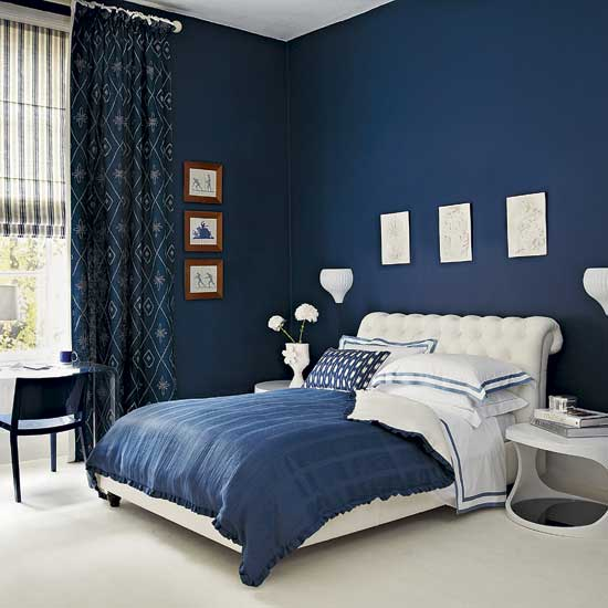 habitacion-pintada-de-azul-oscuro