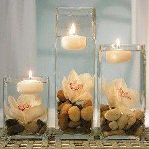 decoracion-con-velas-velas-flotantes-sobre-piedras-y-flor