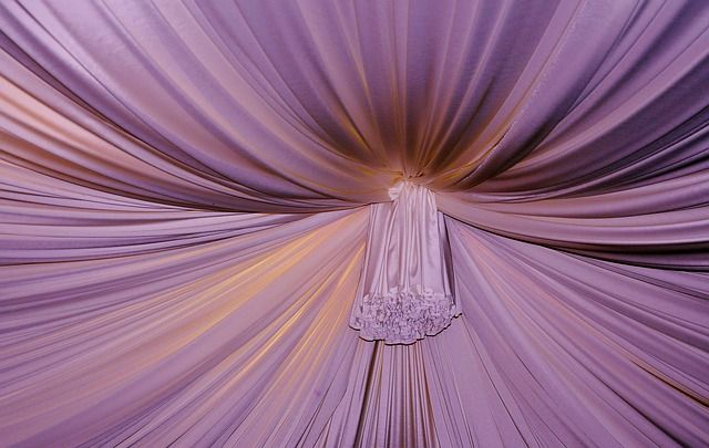 curtain-107104_640