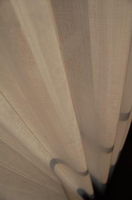 curtain-287443_640