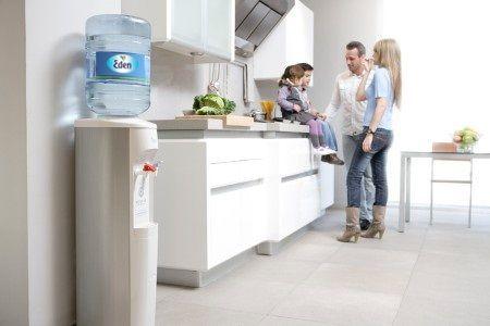 La comodidad de tener dispensadores de agua en casa for Dispensador agua oficina