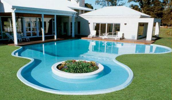 Diferencias entre piscinas prefabricadas y piscinas de for Piscinas de jardin