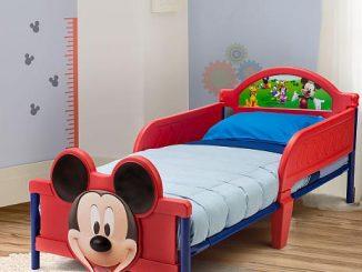 Cama con decoración del ratón Mickey Mouse